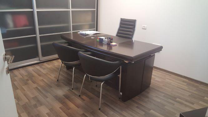 משרד להשכרה במשה אביב, חדר עבודה