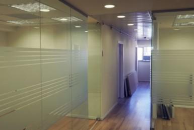 משרדים להשכרה מטופחים בברזל, מסדרון