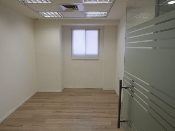 משרדים להשכרה מטופחים בברזל, חדר עבודה