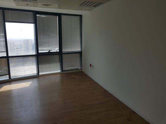 """1,060 מ""""ר משרד גדול בגימור מלא בקריית הממשלה, חלונות גדולים"""