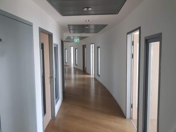 """1,060 מ""""ר משרד גדול בגימור מלא בקריית הממשלה, חדרים משני צדדים"""