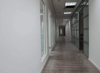משרד יפייפה להשכרה על יגאל אלון, מסדרון