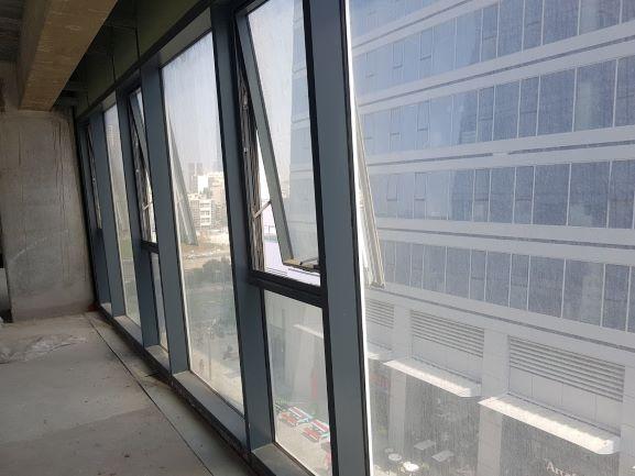 """להשכרה במגדל אלון הדרומי 404 מ""""ר, חלונות גדולים עם נוף"""