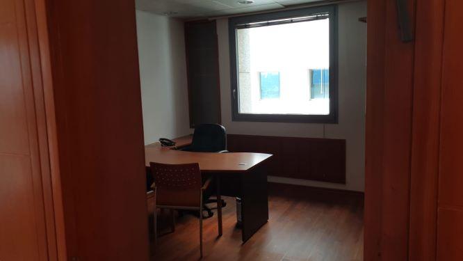 משרדים מפוארים להשכרה במגדל פלטינום, חדר עבודה