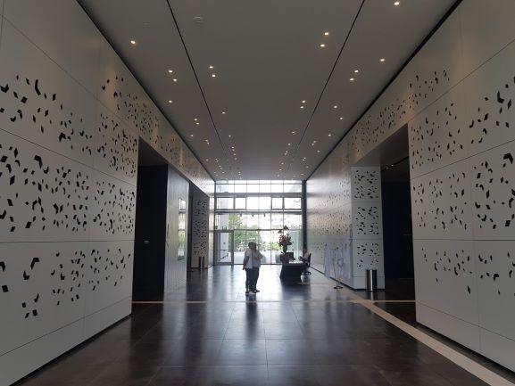 משרד גדול להשכרה במגדלי We ק' גבוהה, הלובי
