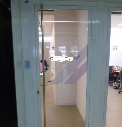 אופן ספייס ענק להשכרה בבסר 4 קומה גבוהה, דלת כניסה