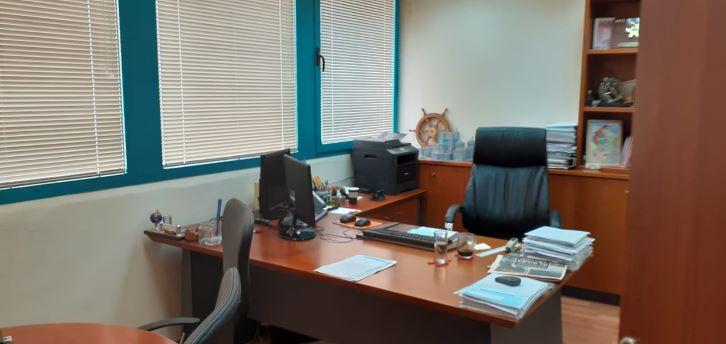 """משרד יפייפה להשכרה בקרית מטלון פ""""ת, חדר עבודה"""