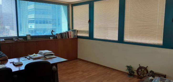 """משרד יפייפה להשכרה בקרית מטלון פ""""ת, פינה בחדר עבודה"""