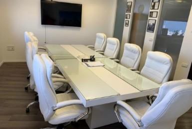 משרדים מפוארים להשכרה במשה אביב, חדר ישיבות