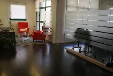 משרדים מהממים בשכונת מונטיפיורי, מסדרון