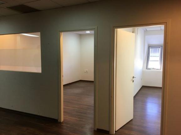 משרד גדול קו ראשון לים פרקטים, 2 חדרים