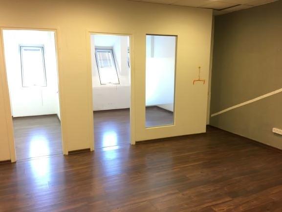משרד גדול קו ראשון לים פרקטים, חלונות