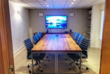 """380 מ""""ר משרדים יפייפיים להשכרה בחשמונאים, חדר ישיבות"""