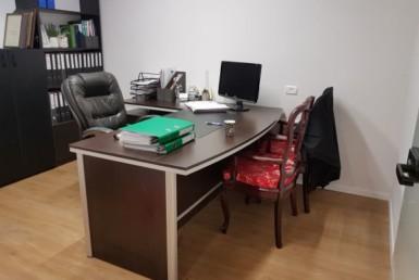 """חדר מרוהט להשכרה במשרד עו""""ד 5,000 ש""""ח כולל הכל"""