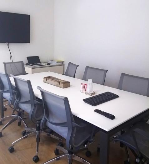 """חדר ישיבות במשרד עו""""ד בבסר 2"""