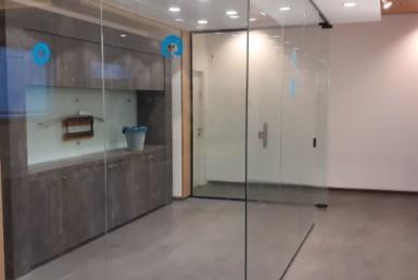 """220 מ""""ר משרד יפייפה להשכרה בהרצליה, 2 חדרי עבודה"""