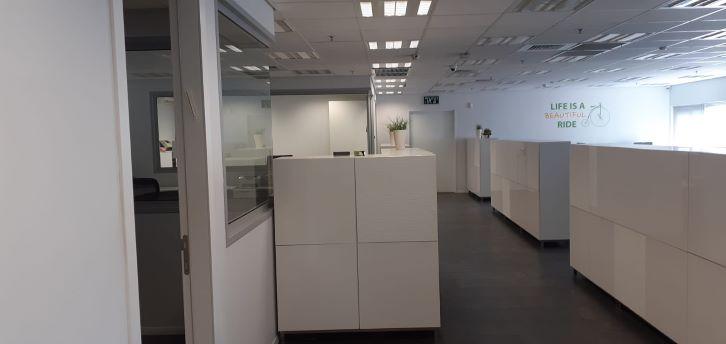 """משרד יפייפה להשכרה בק. מטלון פ""""ת, מסדרון"""