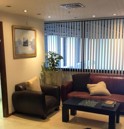 משרדים לעורכי דין יפיפיים במגדל דניאל פריש, רחבת המתנה