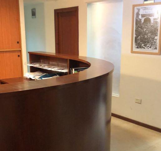 משרדים לעורכי דין יפיפיים במגדל דניאל פריש, עמדת קבלה
