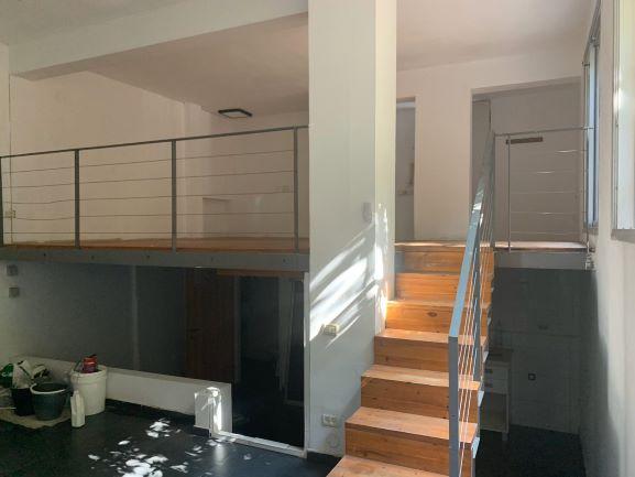 """למכירה 70 מ""""ר ליד א. גבירול בבניין מגורים, מדריגות"""