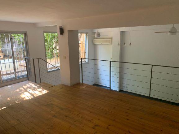 """למכירה 70 מ""""ר ליד א. גבירול בבניין מגורים,מבט מהחלון לחצר"""
