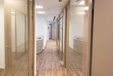 """176 מ""""ר משרד חדש להשכרה במגדל We מסדרון"""