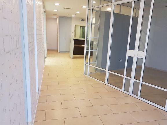 """משרד 180 מ""""ר בבסר 2 ק' גבוהה, נוף לים, חדר ישיבות +קבלה"""