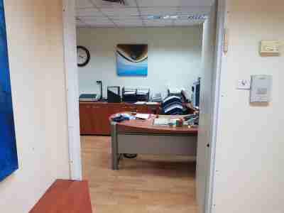 """120 מ""""ר משרד להשכרה בבית UMI מטבחו"""