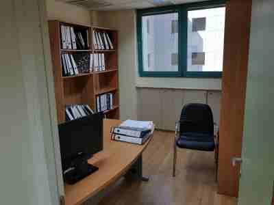 """120 מ""""ר משרד להשכרה בבית UMI חדר וספרייה"""