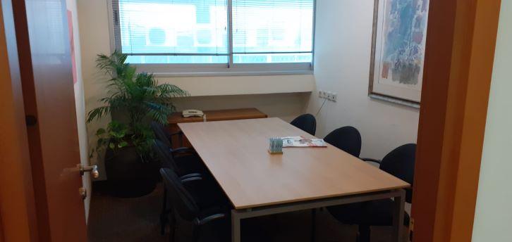 """100 מ""""ר משרד מטופח בבניין מודרני בק. מטלון,פינת ישיבות"""