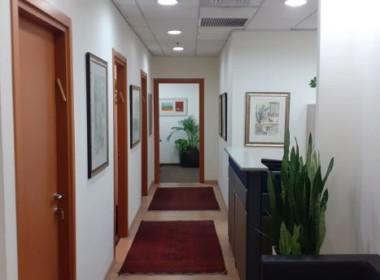 """100 מ""""ר משרד מטופח בבניין מודרני בק. מטלון, מסדרון"""