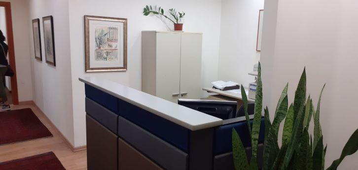 """100 מ""""ר משרד מטופח בבניין מודרני בק. מטלון, עמדת קבלה"""