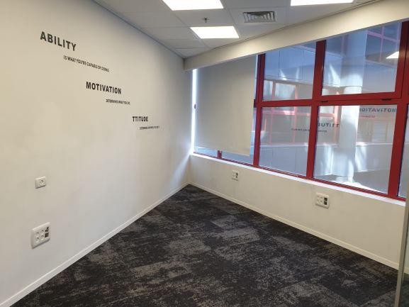 """117 מ""""ר משרדים ברמה בזרחין רעננה. חדר עבודה"""