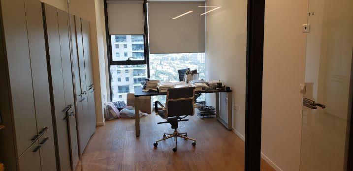 """270 מ""""ר משרדים מושלמים במגדל אלון הצפוני, חדר עבודה"""