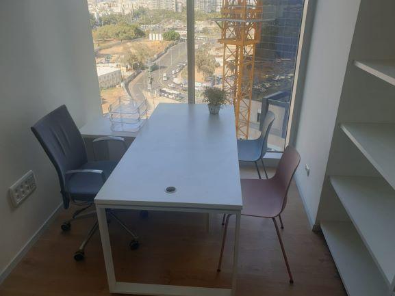 """2 חדרים במשרד עו""""ד במגדל ווי חדר 1"""