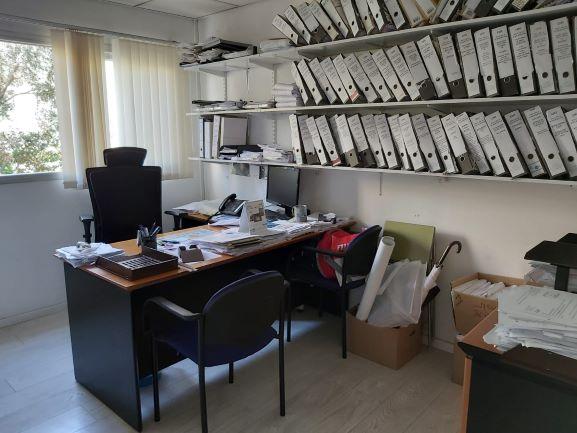 """126 משרד עו""""ד/רו""""ח על אבן גבירול, חדר עבודה"""