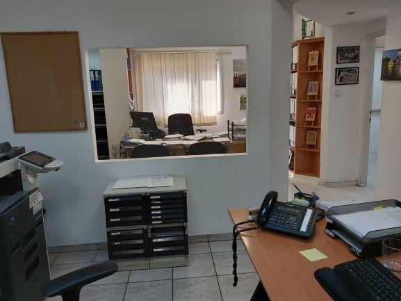 """126 משרד עו""""ד/רו""""ח על אבן גבירול, 2 חדרי עבודה"""