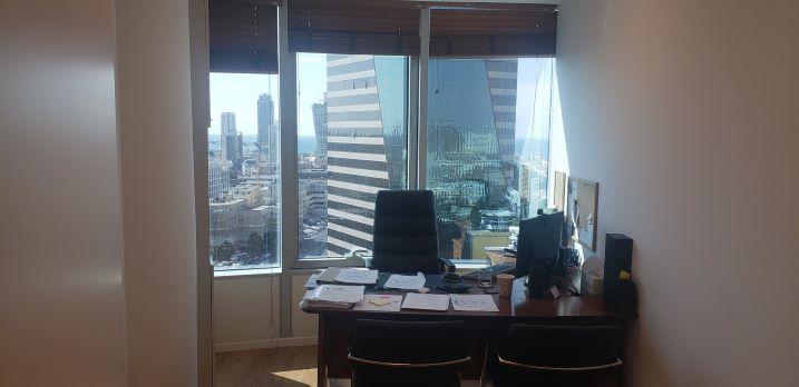 """380 מ""""ר משרדים יפיפיים להשכרה במגדל סונול, חדר עבודה"""