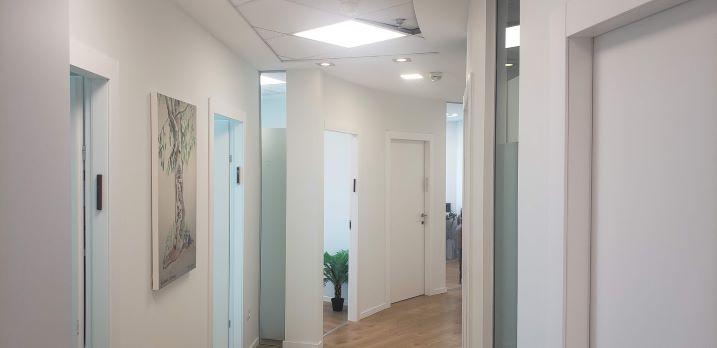 """380 מ""""ר משרדים יפיפיים להשכרה במגדל סונול, מסדרון"""