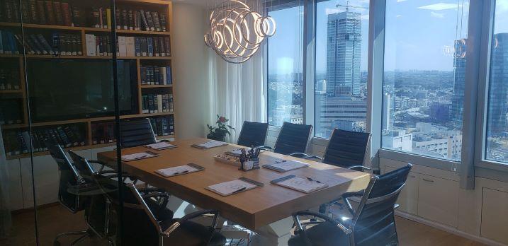 """380 מ""""ר משרדים יפיפיים להשכרה במגדל סונול, חדר ישיבות"""
