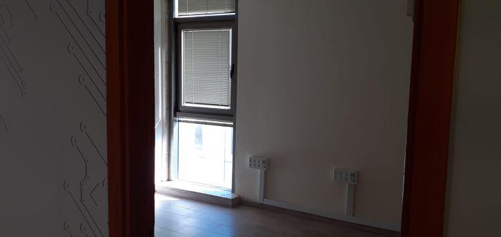 """140 מ""""ר להשכרה בבניין מטופח בק. אריה, חדר עבודה"""