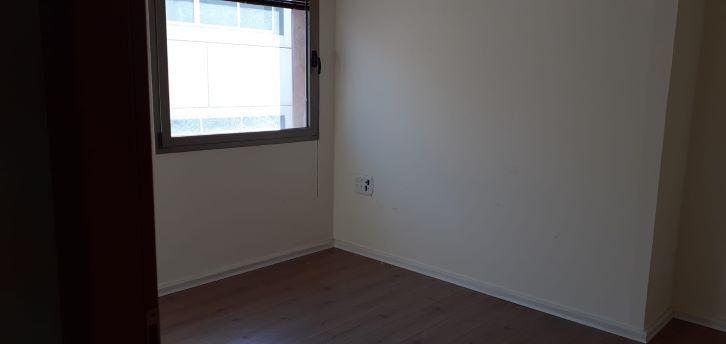 """145 מ""""ר משרד להשכרה מטופח בק. אריה, חדר עם חלון"""