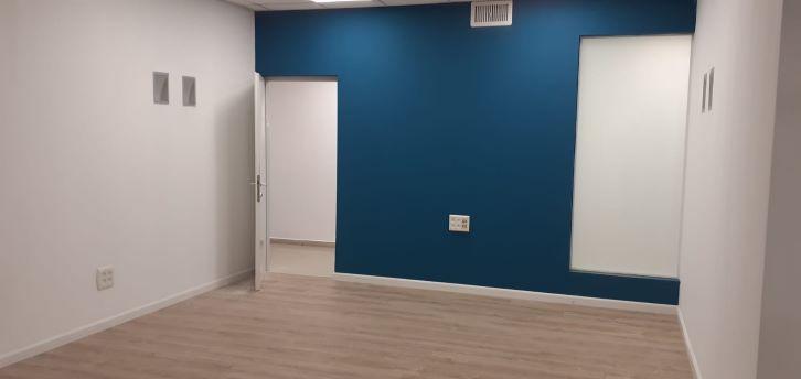 """3300 מ""""ר משרדים להשכרה בקרית אריה, חדר עבודה"""