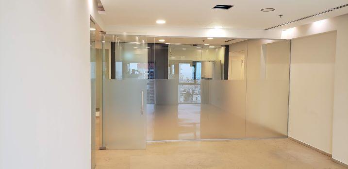 """522 מ""""ר משרד בק' גבוהה ברוגובין-תדהר, חדר ישיבות"""