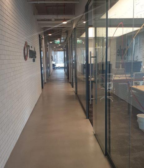 """450 מ""""ר משרדים מטופחים ברמה על ציר יגאל אלון , מסדרון"""