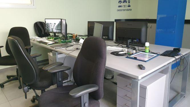 """115 מ""""ר משרדי היי טק בצהלה, עמדות עבודה"""