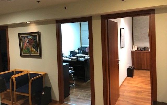 """450 מ""""ר משרד במגדל שלום, 2 חדרים"""
