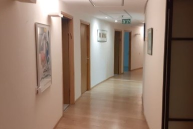 """360 מ""""ר להשכרה בבניין בוטיק בסדנאות, מסדרון"""