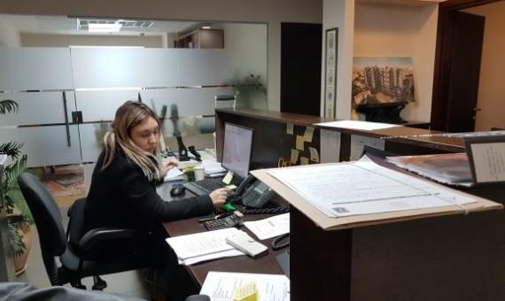 """260 מ""""ר משרדמפואר לעו""""ד בבורסה, עמדת קבלה"""