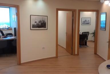 """משרד יפייפה להשכרה בתובל בורסה ר""""ג, 4 חדרים"""